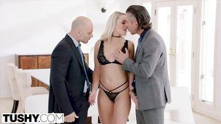 Blonde Milf fickt in der Doggystyle