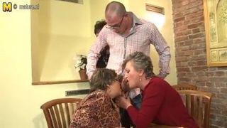 Opa fickt Oma 76 Jahre alt. Noch immer liebt Hahn